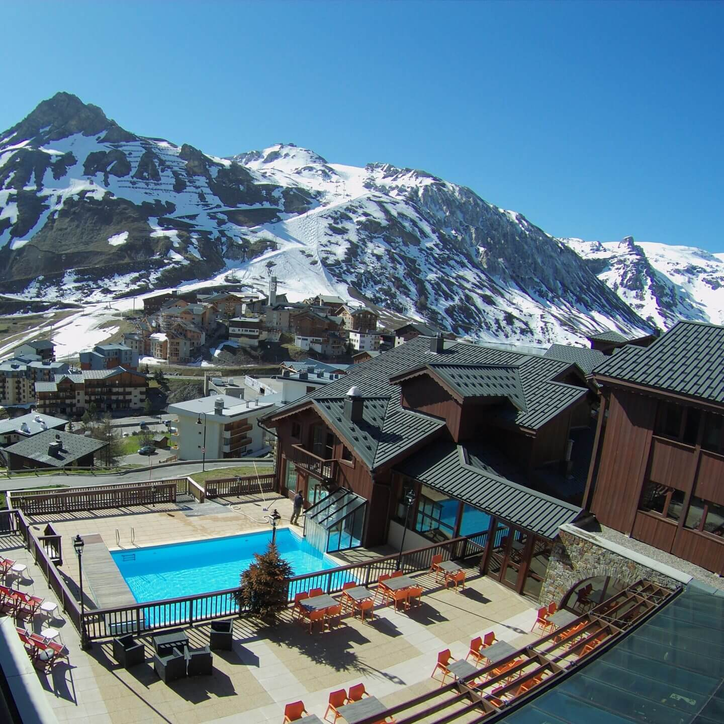 hotel montana, hotel montana tignes, tomtom bandit, tomtombandit, learning to snowboard,